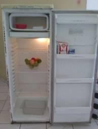 Vendo geladeira 200 reais
