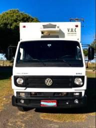Caminhão VW 8-160 Baú refrigerado