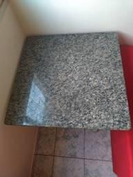 Mesa de granito 4 lugares (não vem cadeiras)
