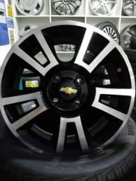 Rodas Chevrolet aro 15 com pneus.