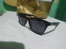 Óculos de Sol Quadrado Preto com Lente Polarizada