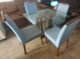 Conjunto de Mesa 4 Cadeiras Estofadas