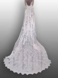 Super oferta Vestido de noiva bordado com pérolas e estrada e  calda grande!