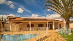 Casa 4 quartos Vicente Pires - piscina - churrasqueira - suíte com closet e banheira