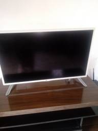 Vendo tv lg 32 por 350 favor ler a descrição