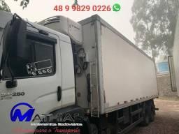 Carroceria gancheira frigorifica para truck 7.50m Mathias Implementos