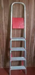 Vende-se essa escada para serviços.