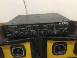 Vendo duas caixas de som com amplificador