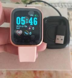 Coloca assim:<br>Smartwatch 1.3 polegadas á prova d'água  na cor rosé