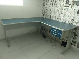 Kit Mesa em L para escritório ou homeoffice Delta + Armário