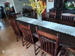 Mesa de jantar com 8 cadeiras em madeira