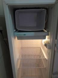 Vende-se Geladeira refrigerador Consul 239 L