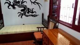 Aluga-se um quarto (mobiliado) para moça
