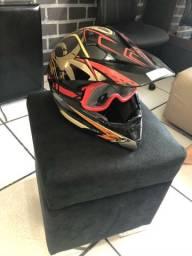 Vendo capacete cros da taurus em perfeito estado, acompanhar o óculos de trila
