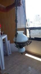 Lustre luminaria bronze e com cúpula branca