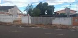 Terreno ótima localização - Ampla testada, Perto centro- 2 ruas (Frente e fundos)