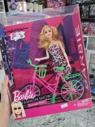 Boneca barbie com bicicleta