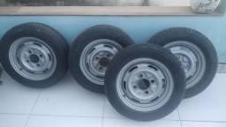 Rodas de Brasília com pneus aro 14