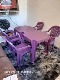 2 mesas e 4cadeiras novas