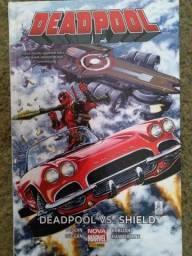 Deadpool versus Shield - Edição de luxo encadernada