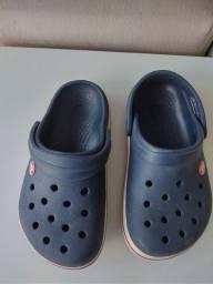 Crocs - Tamanho J1 corresponde ao 30 e Sapato Preto Tamanho 34.
