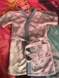 Roupão semi novo frozen veste 5anos