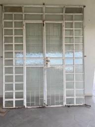 Vendo porta de ferro/vidro