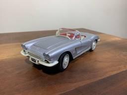 Corvette 1962 Maisto Escala 1:18 (Prata)
