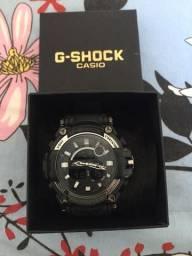 Relógio Casio G-SHOCK branco com preto
