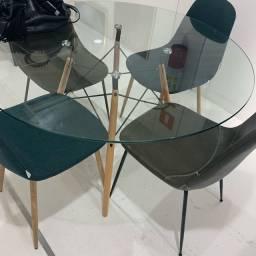 Mesa e cadeiras eannes