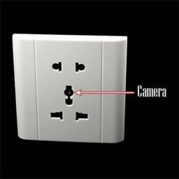 Tomada com Câmera Espiã e Detecção de Movimento