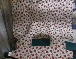 Kit almofadinha de bebê conforto, faixa protetora e um quebra sol infantil