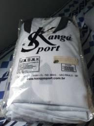 Jogo branco de camisas para futebol