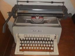 Máquina de datilografia de escrever antiga relíquia Olivetti Linea 98