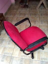 Vendo cadeira de escritório toda reformada, estofado novo,não tem estrago,