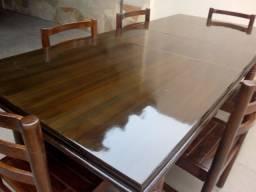 Mesa com 6 cadeiras de madeira maciça 1.100 só pelo ZAP