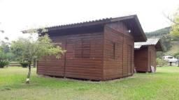 Sítio: Camping e Pousada com 3 cabanas, Galpões e quiosques fundos Rio na Barra do Ouro