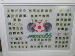 Quadro com figurinhas da copa do mundo de 86