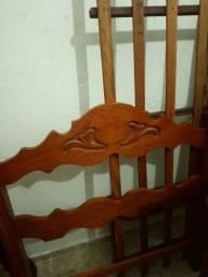 Cama de solteiro de madeira!!