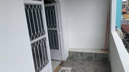 Apartamento Sobrado em Bangu, 02 Quartos. Próx. ao Centro.