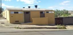 Alugo Kitnet no Bom Clima, 1 quarto, cozinha, banheiro e garagem para moto, individual