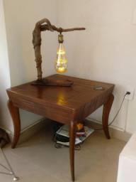 Mesa de canto toda em madeira
