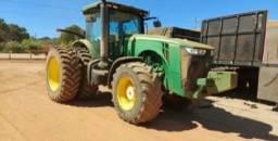 Trator  John Deere, modelo 8260R