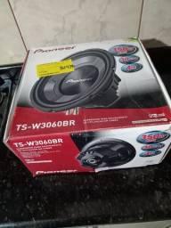 R$ 450,00 dois sub Pioneer novos na caixa nunca usados . Entrego em Joinville sem custo