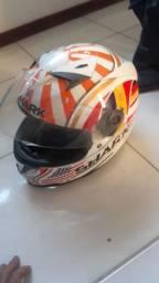 Vendo dois capacetes por 340