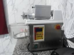 Maquina de Salgados / Masseira e Fritadeira