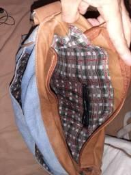 um kit com duas bolsas