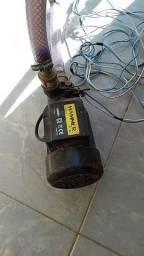 Bomba da água semi nova em bom uso
