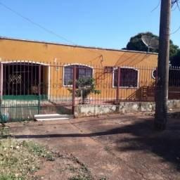 Casa com terreno amplo - Jardim Jacy.