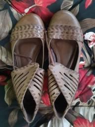 Sapato rasteiro de amarrar couro legítimo